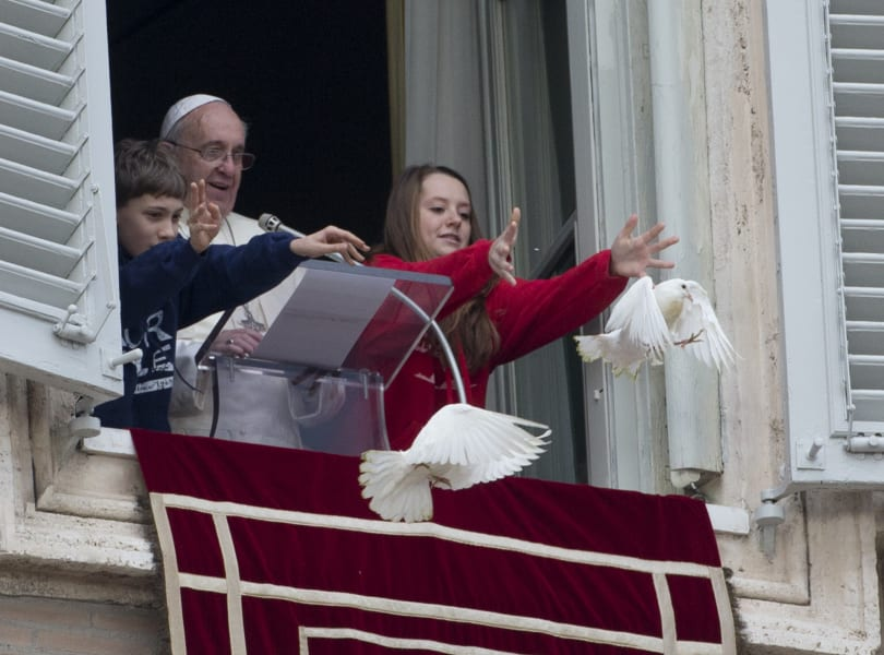 01 pope doves 0127