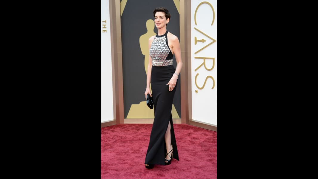 37 oscars red carpet - Anne Hathaway