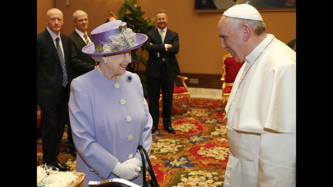 02 queen meets pope 0403