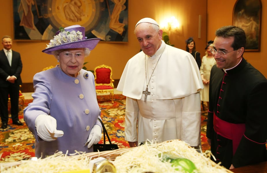 queen with pope