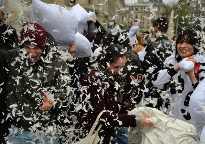 12 pillow fight