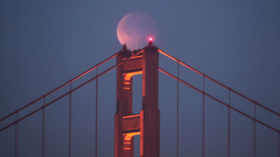 03 Lunar Eclipse 0414 RESTRICTED