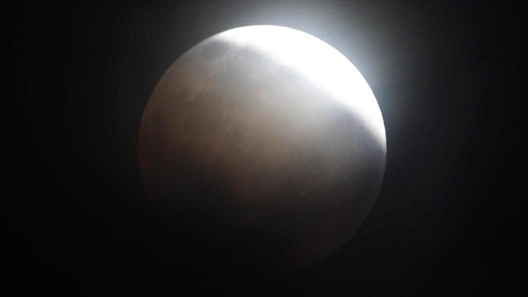 06 Lunar Eclipse 0414 RESTRICTED