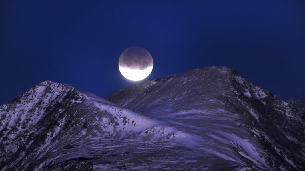 07 Lunar Eclipse 0414 RESTRICTED