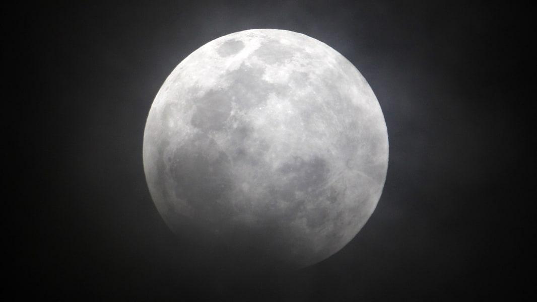 08 Lunar Eclipse 0414 RESTRICTED