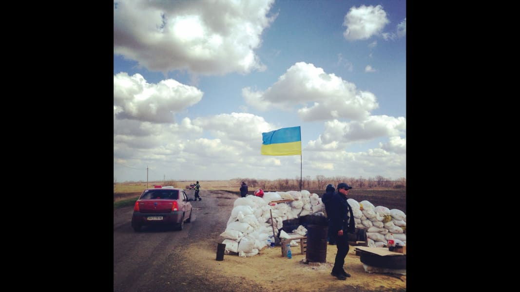 Easterm Ukraine police checkpoint Scenes from the field