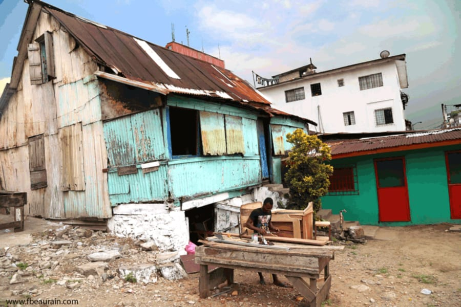 Monrovia animated old shack Francois Beaurain