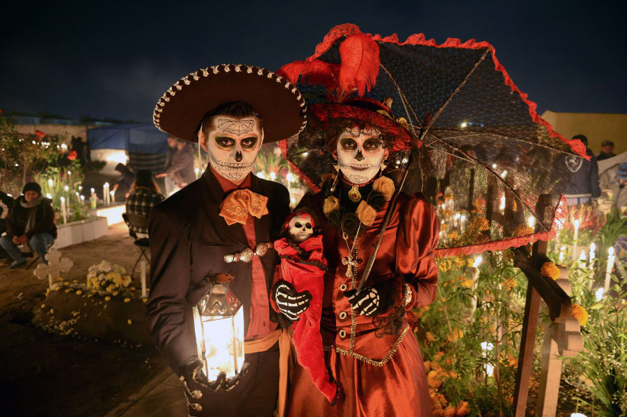 Mexico 10 things day of dead celebrants