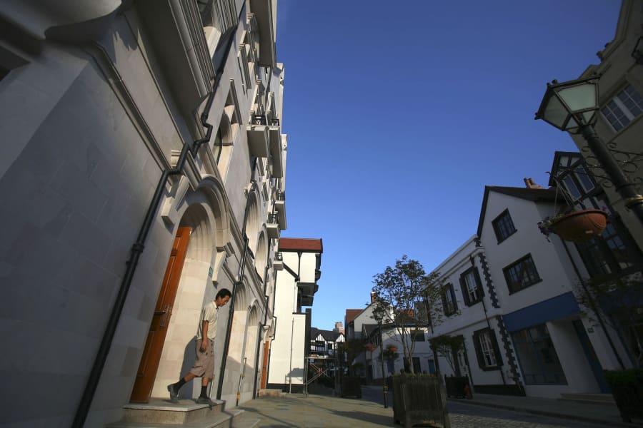 thames town street