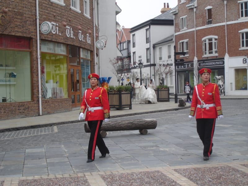 thames town chiona red coats