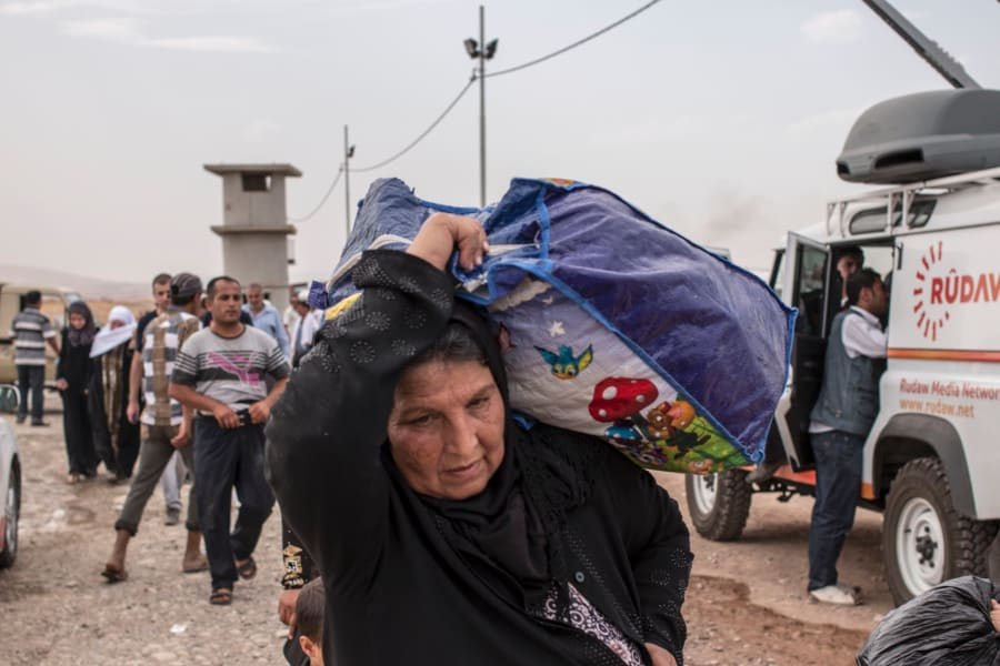 05 Iraqi civilians flee Mosul RESTRICTED