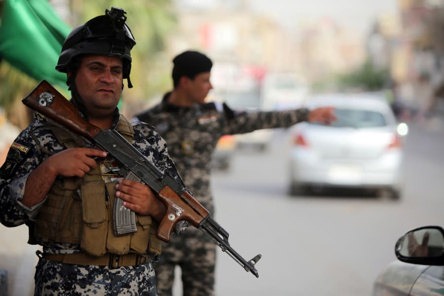 07 Iraqi civilians flee Mosul