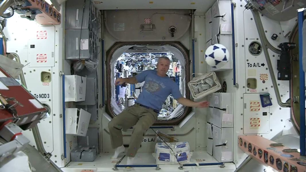 nasa astronauts world cup wishes space_00005712