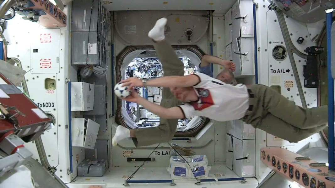 nasa astronauts world cup wishes space_00005915