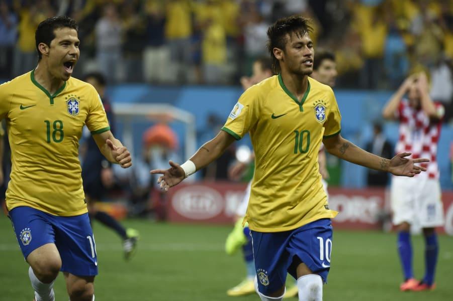 neymar celebrates second goal