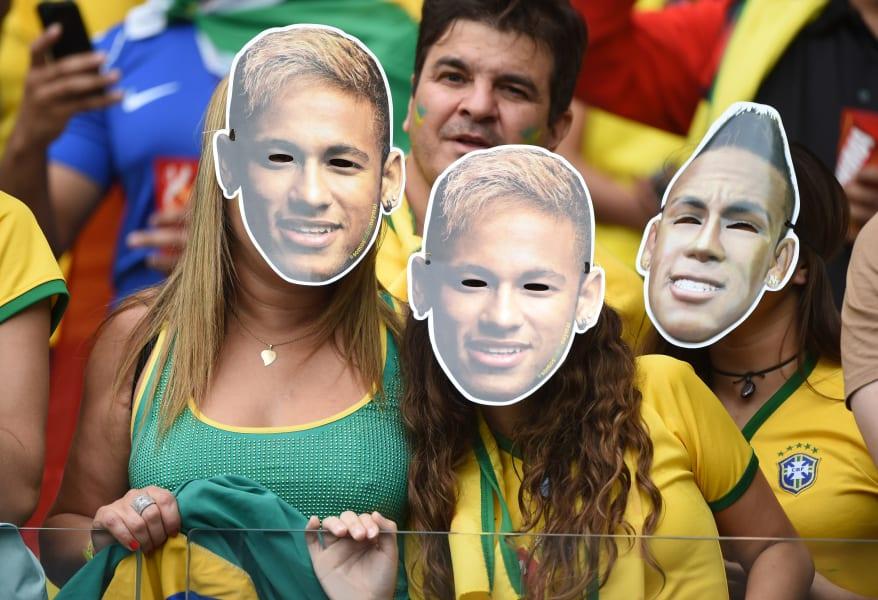 neymar mask fans 2