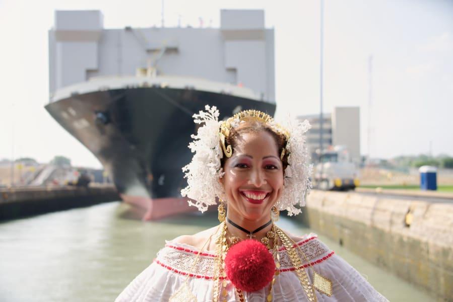 panama 12 woman ship