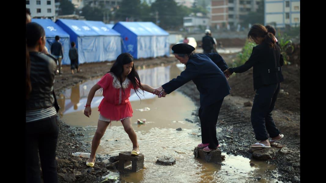 03 china quake 0806