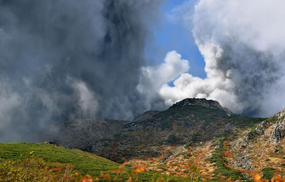 japan.volcano.09.AP391751501375