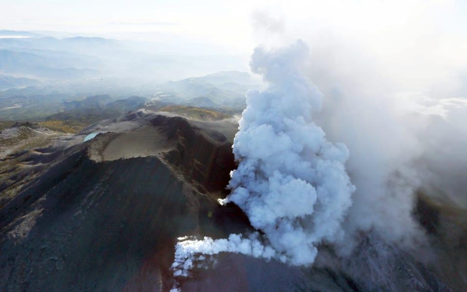 01 japan volcano 0928
