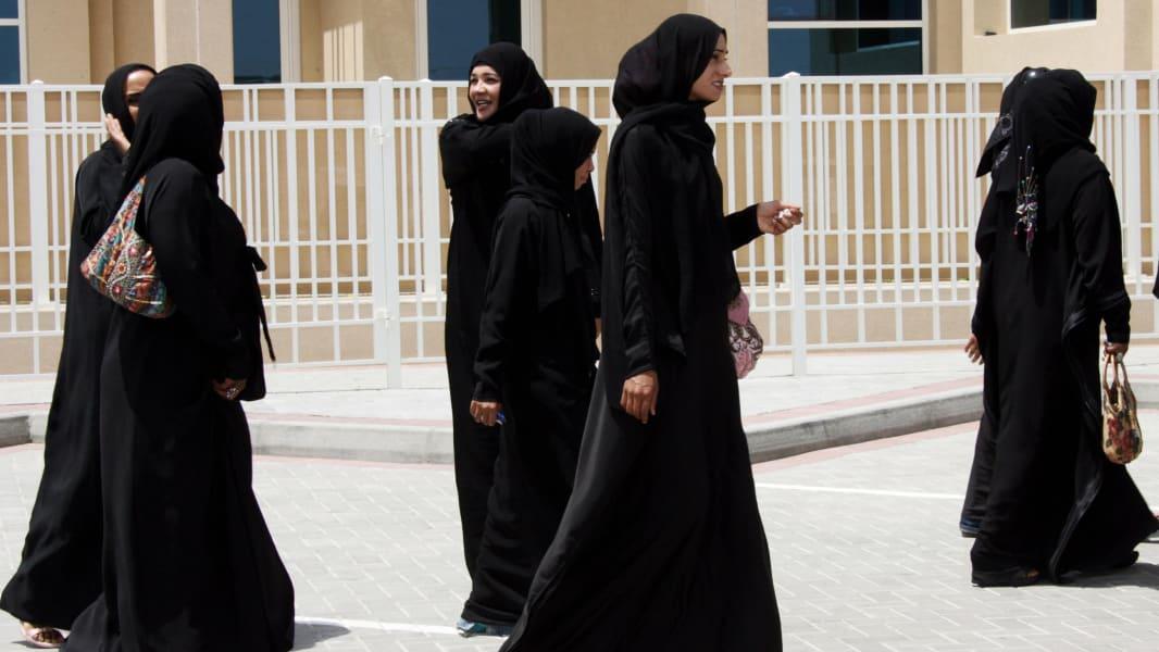 03 Muslim women dress