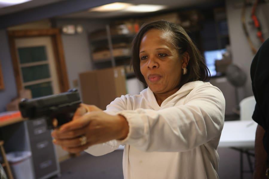 woman.guns