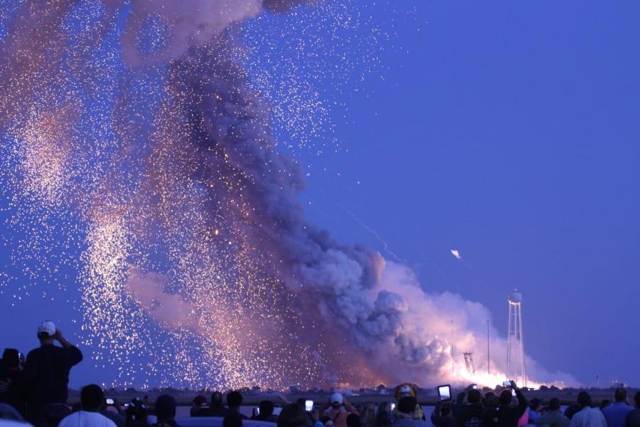 05 Antares explosion