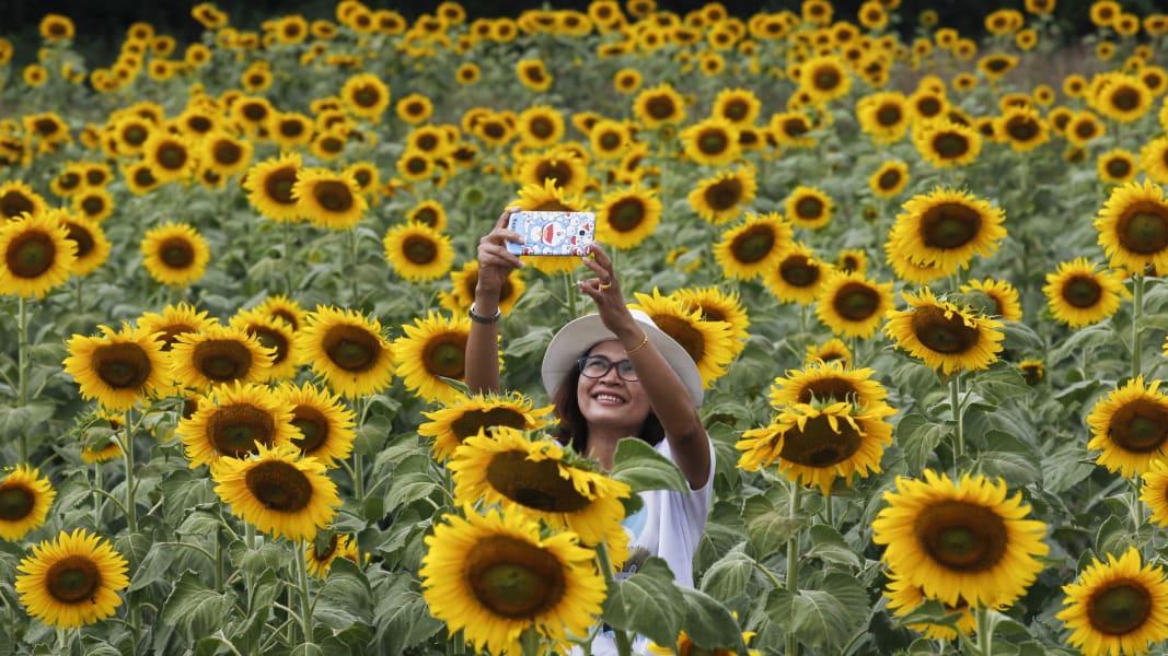 29 selfies 1105 RESTRICTED