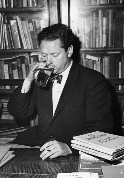 Dylan Thomas drinking