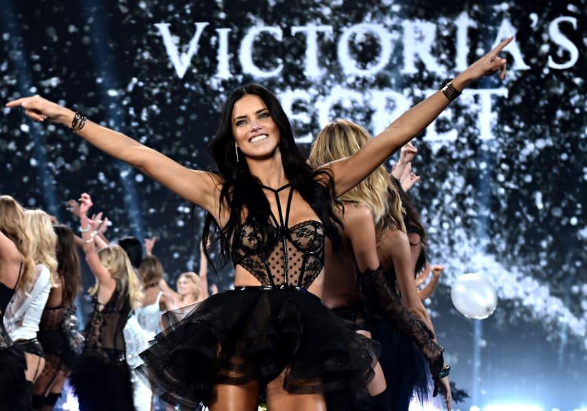 Adriana Lima victorias secret fashion show 2014