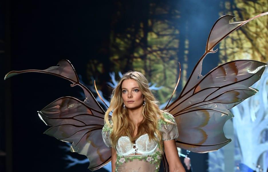 Elsa Hosk victorias secret fashion show 2014