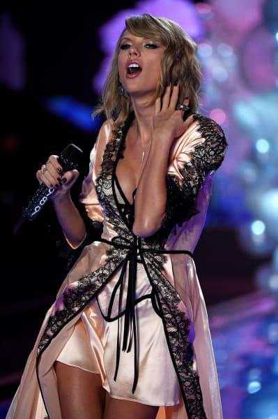 Taylor Swift victorias secret fashion show 2014