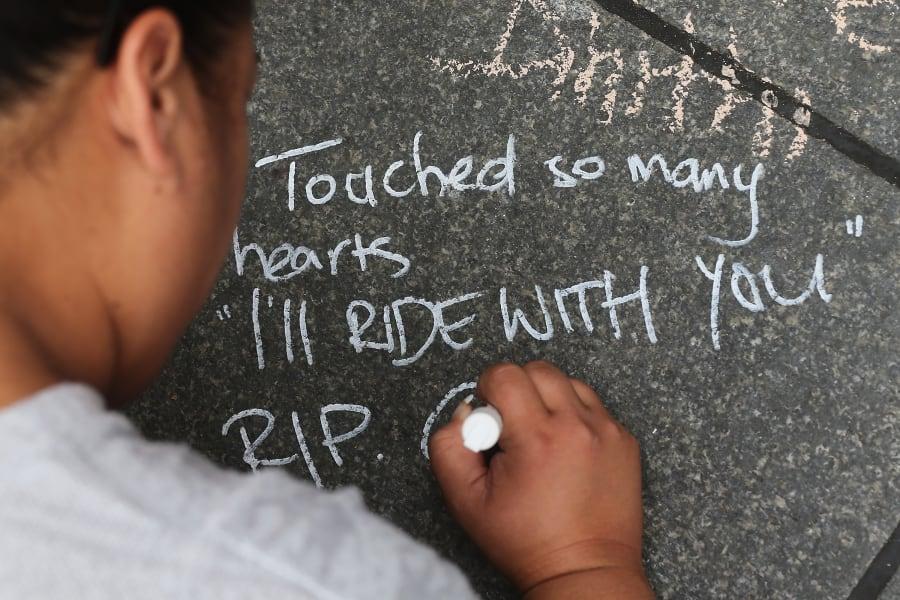 sydney pavement message