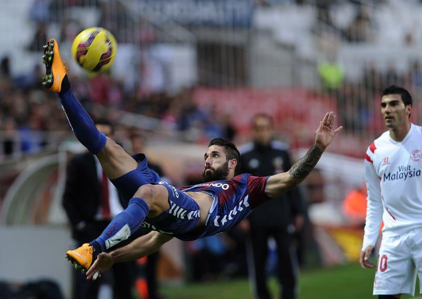 Eibar overhead kick