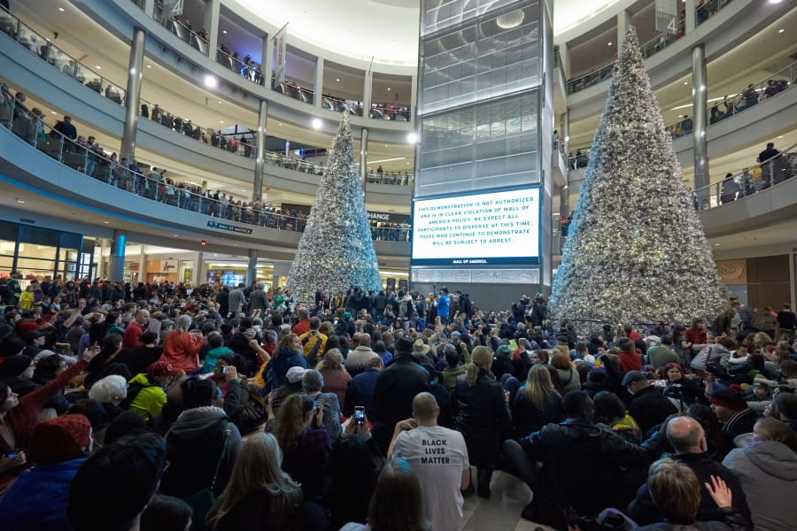 01 mall of america protest