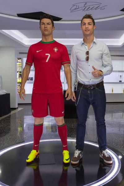 Ronaldo statue 2