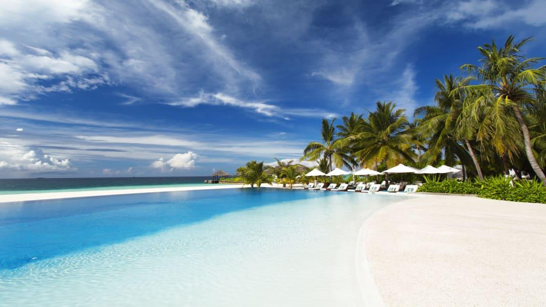 hotel pools Velassaru
