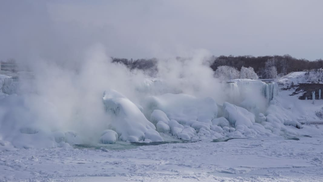 frozen niagara feb16 steam ice irpt