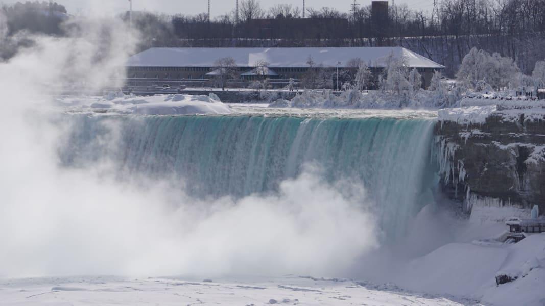 frozen niagara falls feb16 irpt