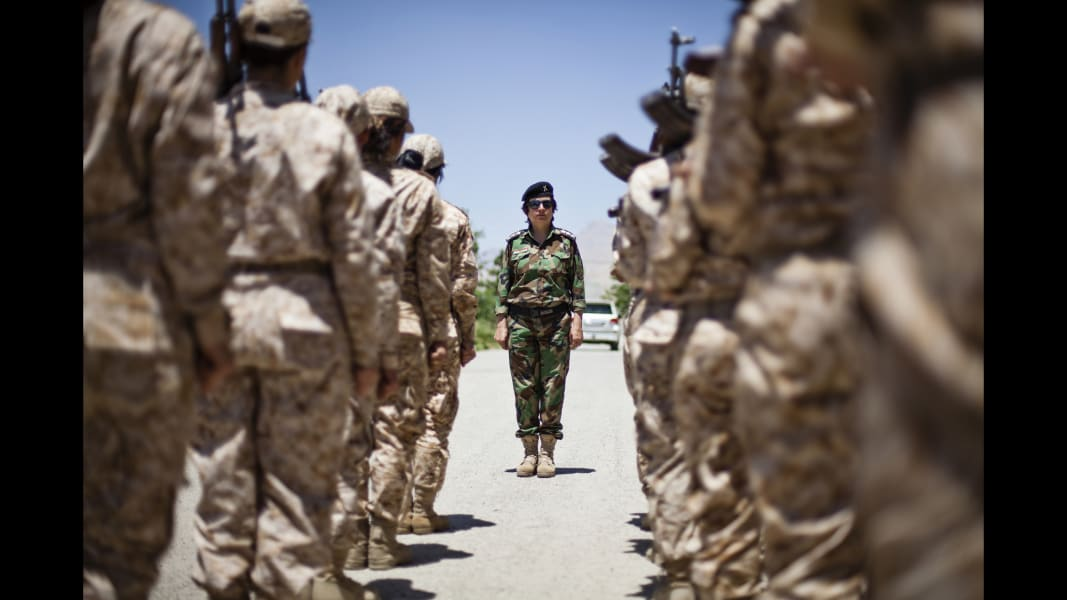 10 cnnphotos female peshmerga RESTRICTED