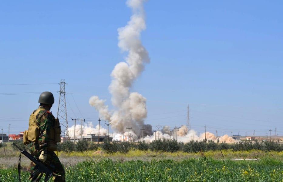 Peshmerga fighter smoke Kirkuk