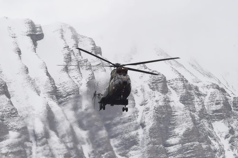 plane crash helicopter Alps
