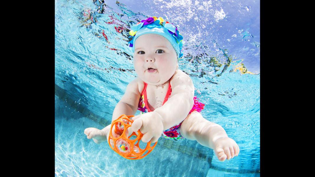 09 underwater babies Valentina