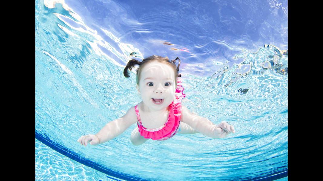 11 underwater babies Khyleigh
