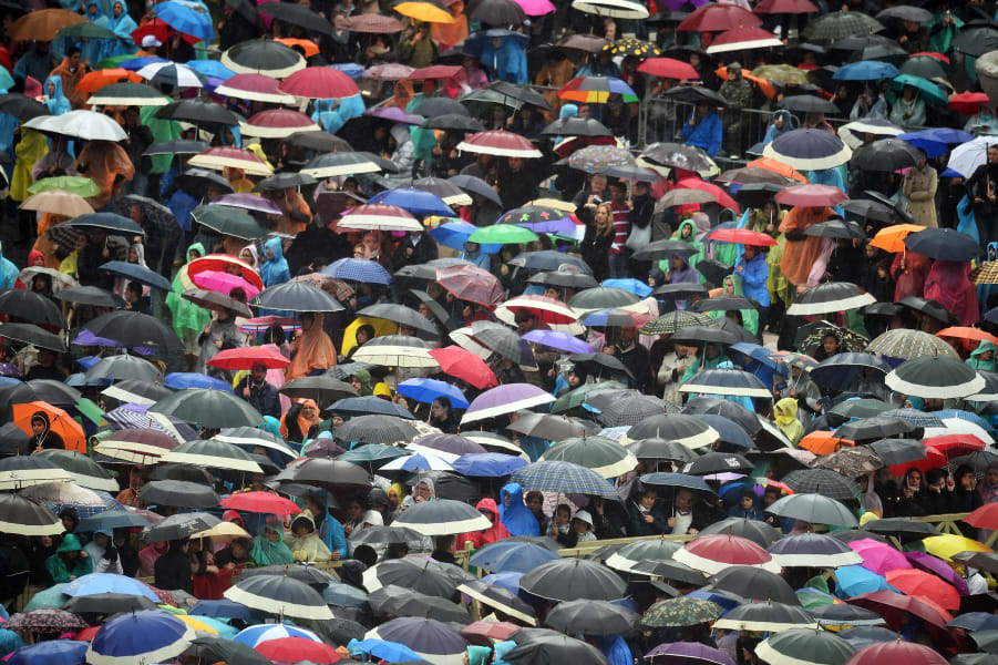 pope 2015 umbrellas