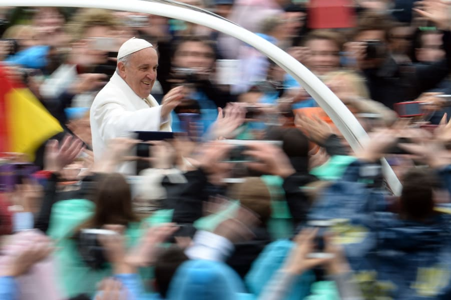 popemobile easter 2015