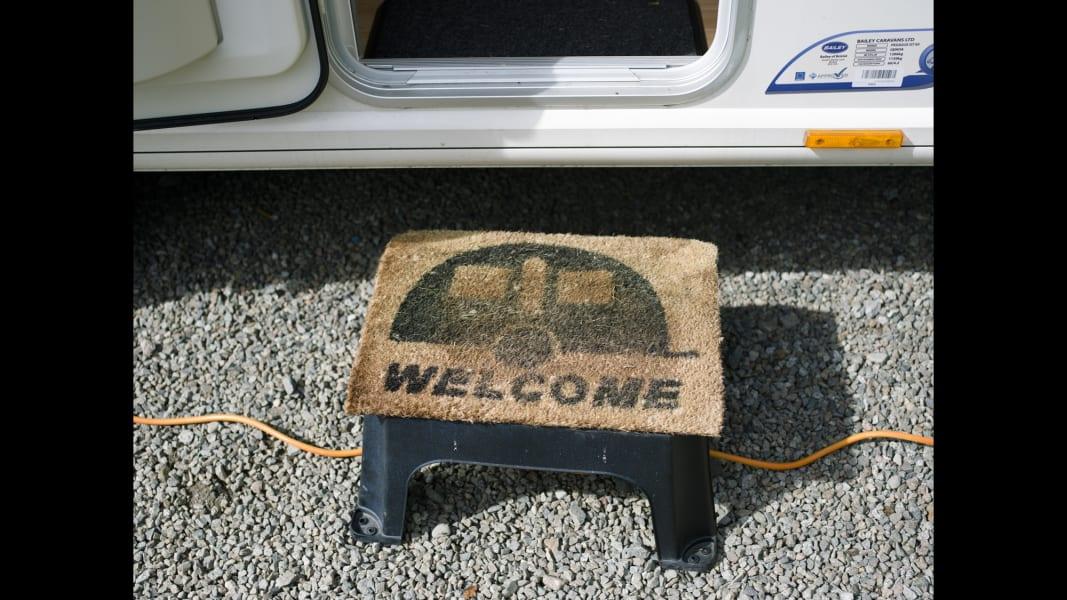 02 cnnphotos caravan RESTRICTED