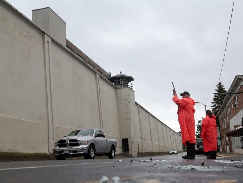 05 ny prison escape manhunt 0611