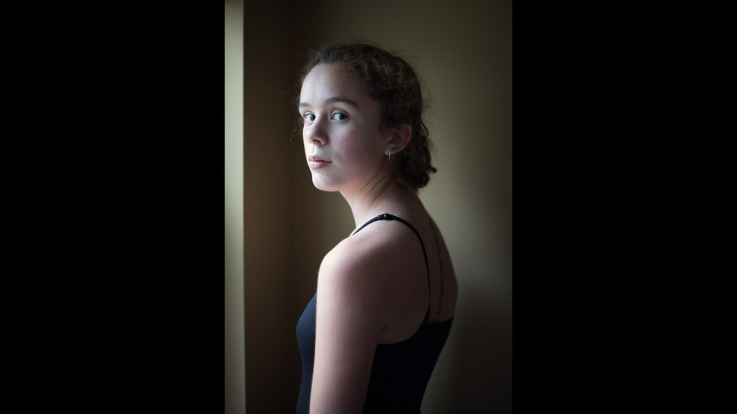 12 cnnphotos breaking the girl RESTRICTED
