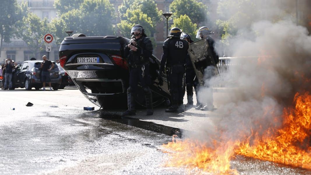 02 france uber protest